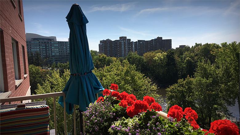 Vue de la terrasse de l'unité des résidents dans la résidence philanthropes