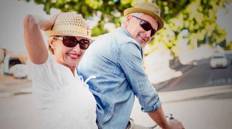 santé oculaire couple en vélo