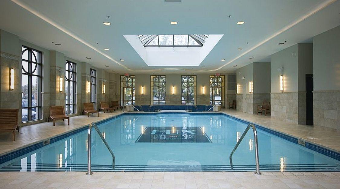 Lux Gouverneur piscine intérieure