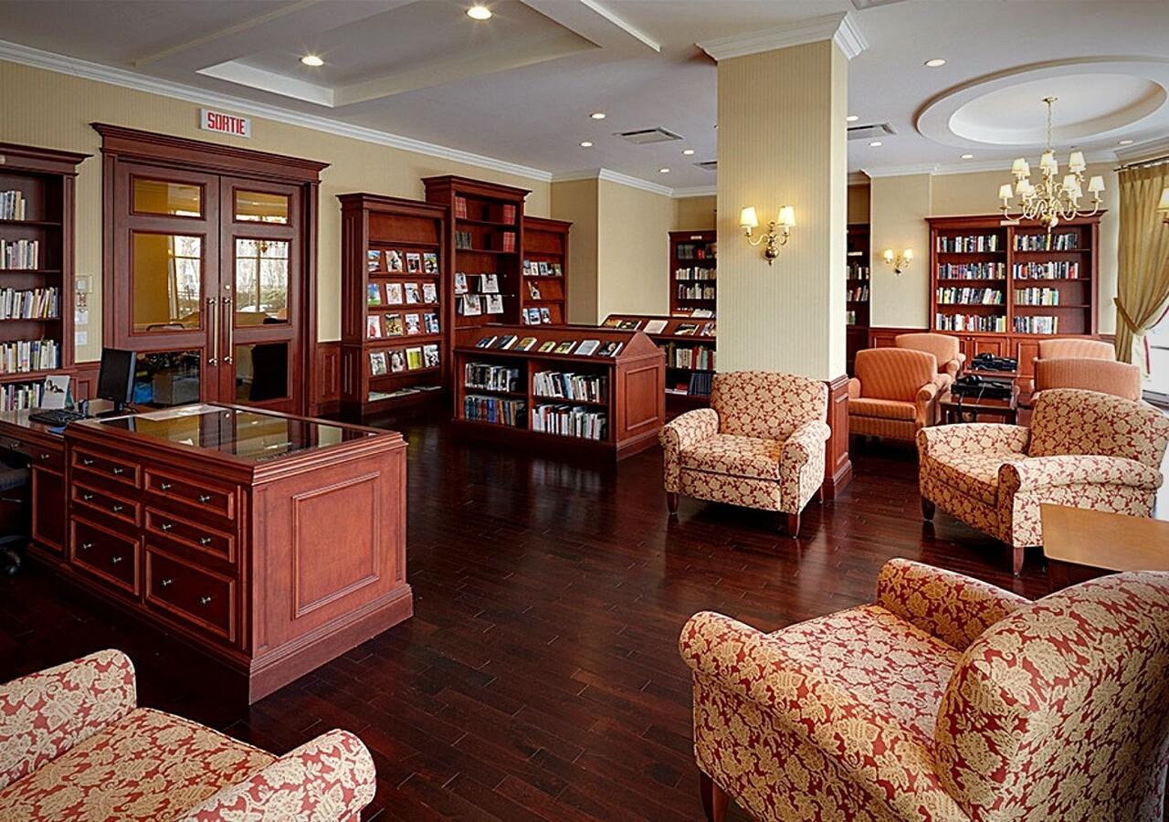 Lux Gouverneur Saguenay bibliothèque