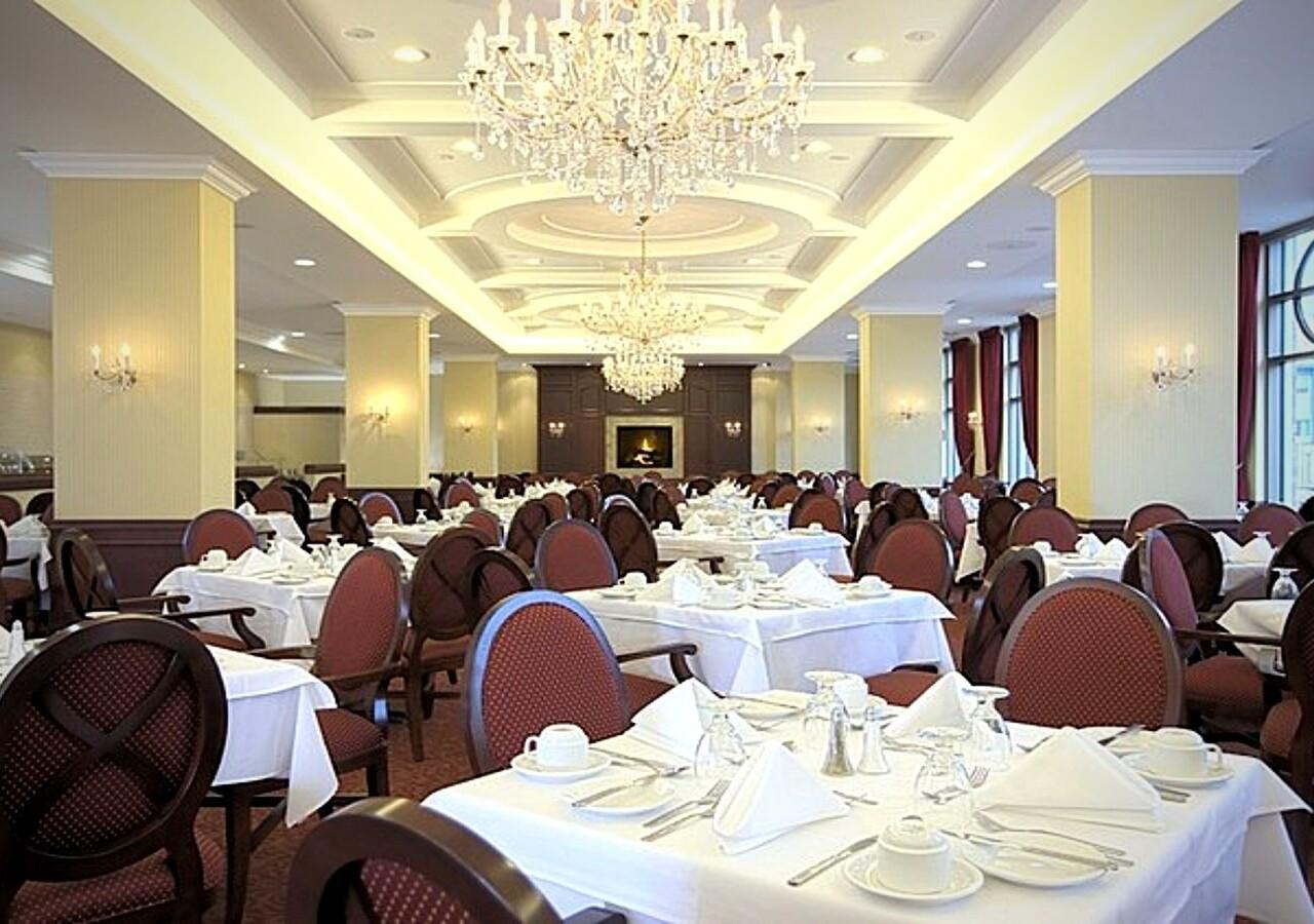 Lux Gouverneur Saguenay salle à manger