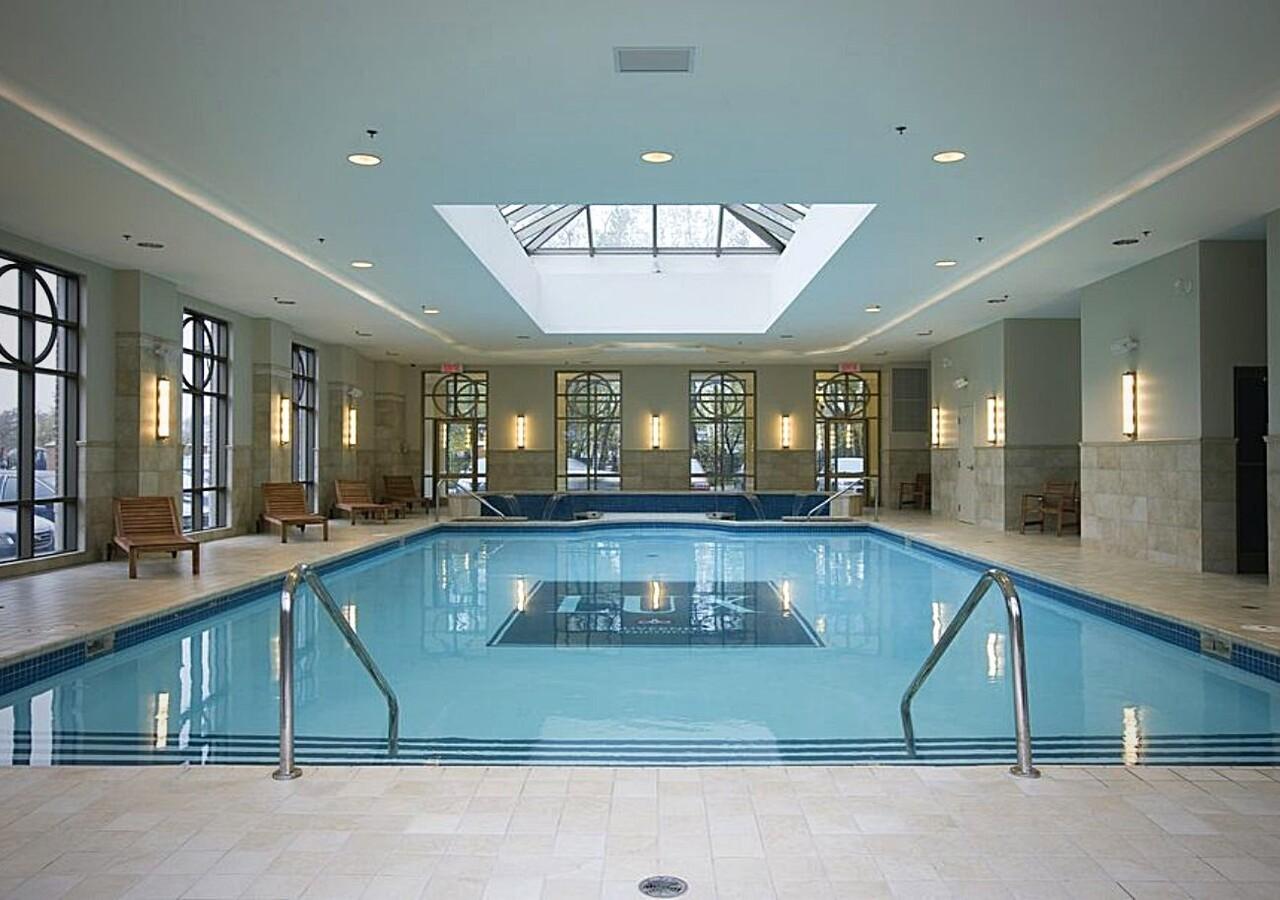 Lux Gouverneur Saguenay piscine