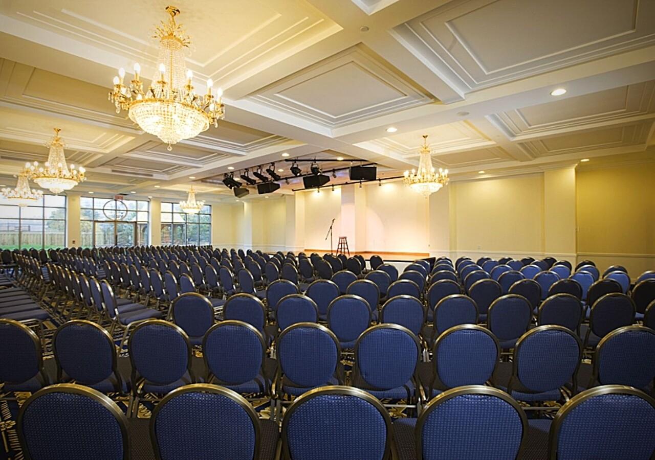 Lux Gouverneur Saguenay salle de spectacle