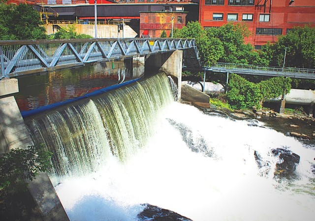 Les magnifiques chutes de la rivière Magog