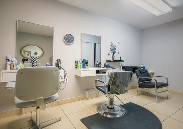 Sallon de coiffure disponible sur place